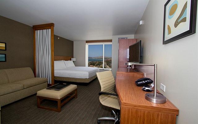 Hotel hyatt place los cabos ofertas de hoteles en los cabos for Habitaciones conectadas hotel