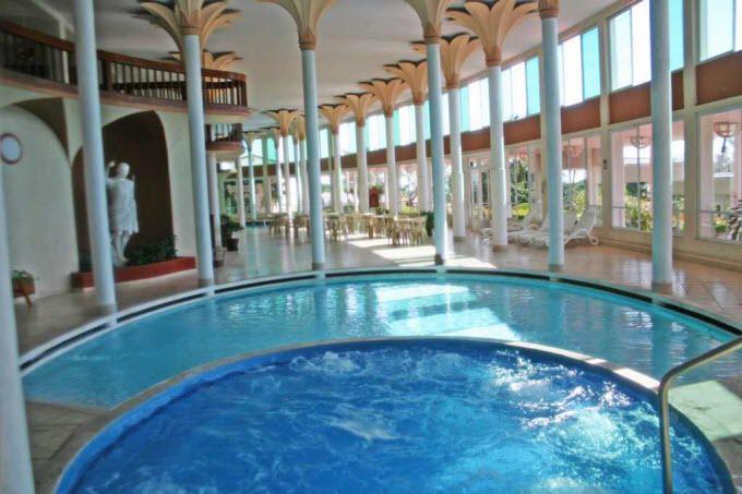 El Hotel Mocambo es el escenario perfecto para unas vacaciones de ensueño.