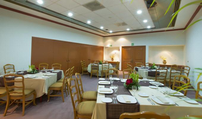 Cuenta con cómodo y elegante Restaurante