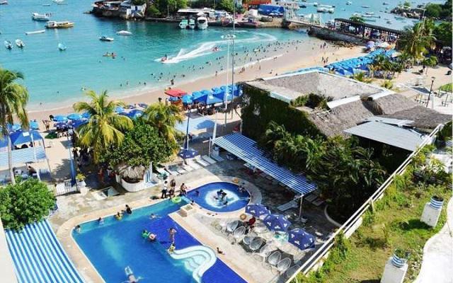 Hotel Acamar Beach, disfruta su alberca al aire libre