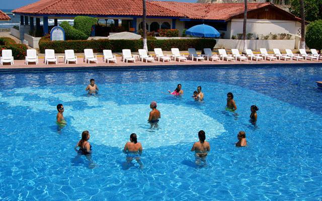 Hotel Qualton Club Ixtapa, divertidas actividades en la alberca