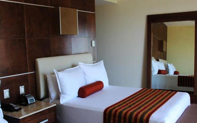 Cómodas camas y servicios especializados en sus habitaciones.