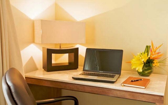 Habitaciones con servicios ejecutivos, ideal para tu viaje de negocios.