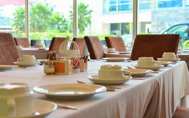 En su restaurante puedes disfrutar de desayuno buffet.