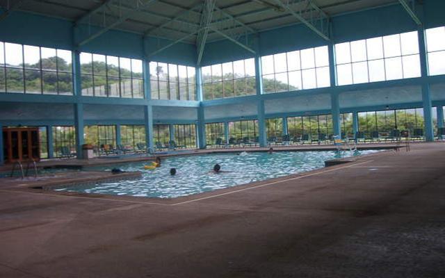 Bahia Escondida Hotel Convention Center and Resort, cuenta con alberca techada