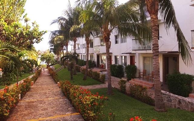 Beach House Dos Playas by Faranda Hotels, espacios rodeados de jardines