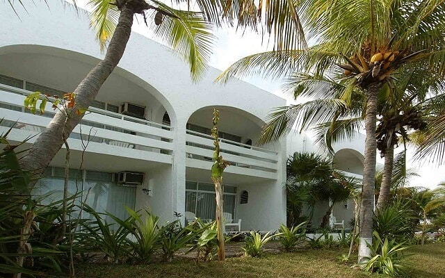Beach House Maya Caribe by Faranda Hotels, instalaciones rodeadas de áreas verdes