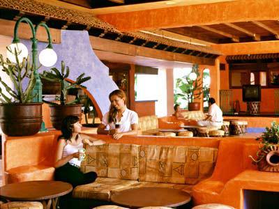 Lobby del hotel Bluebay Los Ángeles Locos