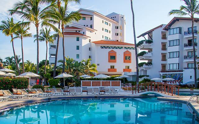 Buenaventura Grand Hotel and Great Moments, disfruta de su alberca al aire libre