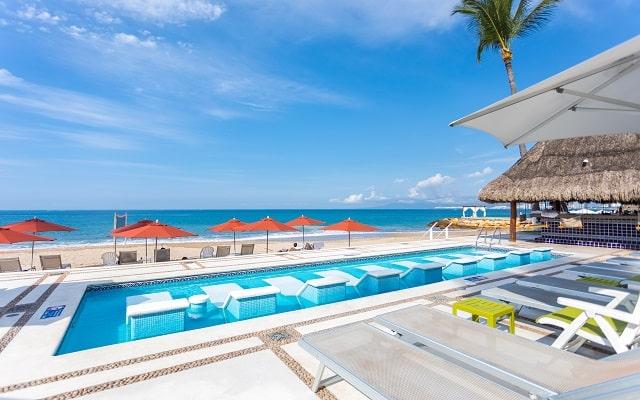 Buenaventura Grand Hotel and Great Moments, aprovecha el sol bronceandote