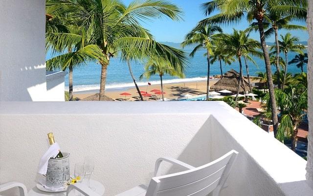 Buenaventura Grand Hotel and Great Moments, comparte una copa y disfruta de hermosas vistas desde el balcón.