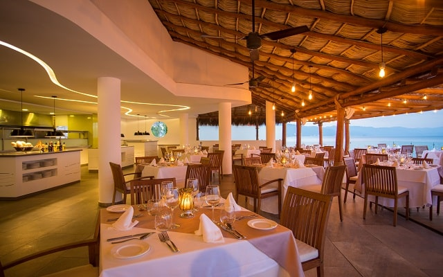 Buenaventura Grand Hotel and Great Moments, disfruta tus comidas con vistas hermosas.