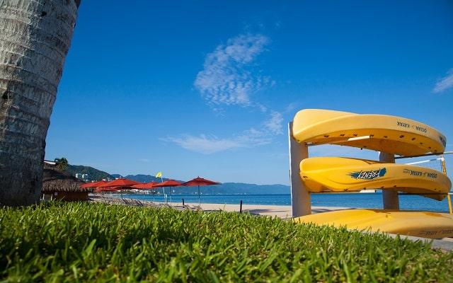 Buenaventura Grand Hotel and Great Moments, kayaks