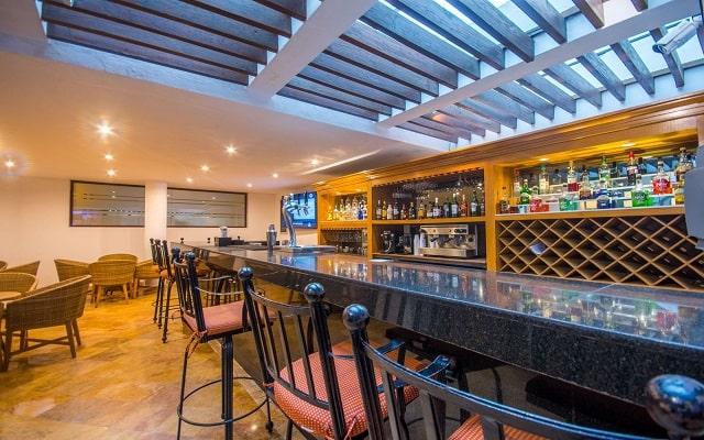 Buenaventura Grand Hotel and Great Moments, Lobby Bar