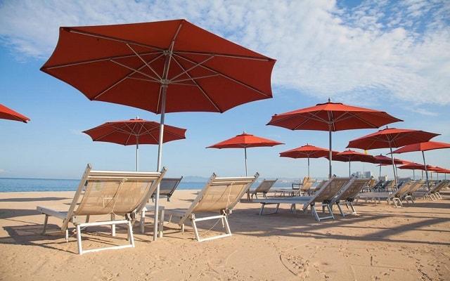 Buenaventura Grand Hotel and Great Moments, relájate en la comodidad de sus camastros