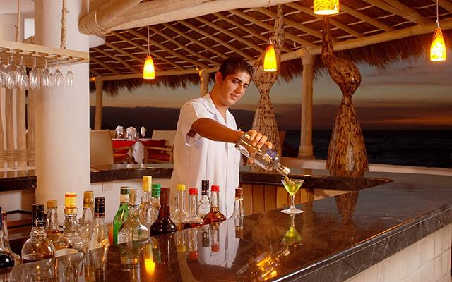 El el bar Sunset disfrutarás de los mejores tragos