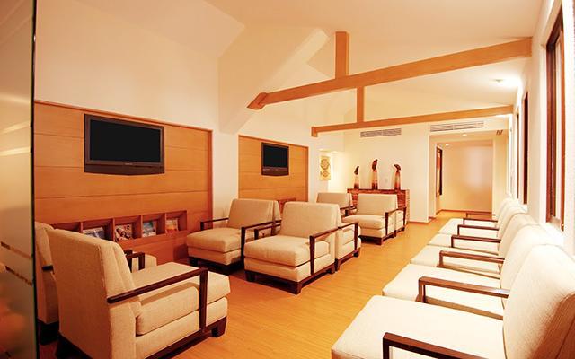 Área de hospitalidad con muebles tipo lounge