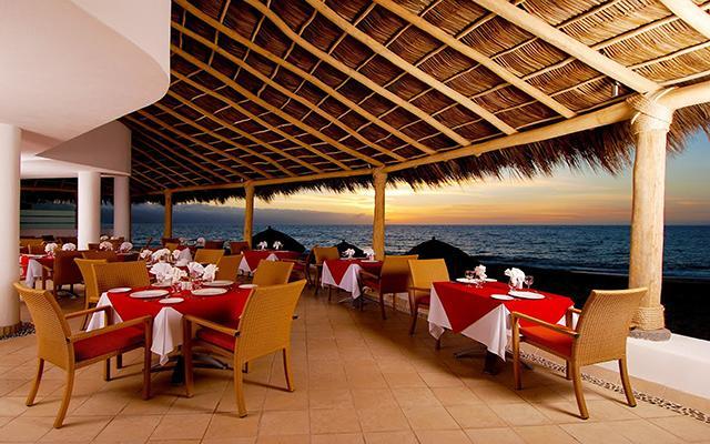 Disfruta de tus alimentos con agradables vistas en el restaurante Sunset