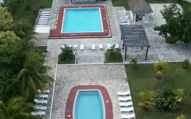 Calypso Hotel, disfruta de sus albercas al aire libre
