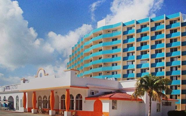 Calypso Hotel, ingreso