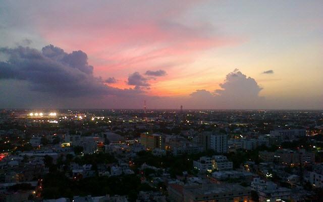 Vista panorámica de la ciudad desde el Krystal Urban Cancún Malecón.