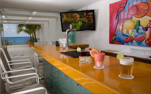 Casa Mexicana Cozumel, degusta un rico coctel en el bar