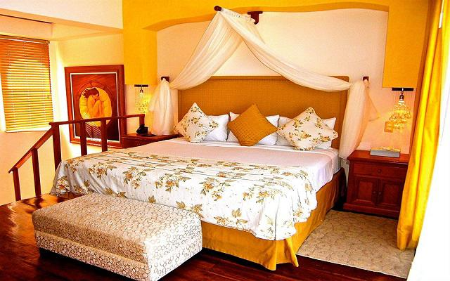 Te ofrece habitaciones ideales para parejas