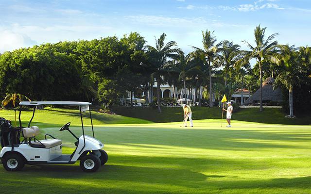 Casa Velas Resort Premium All Inclusive for Adults Only, disfruta de su campo de golf