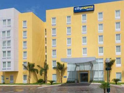 Fachada del hotel City Express Mazatlan