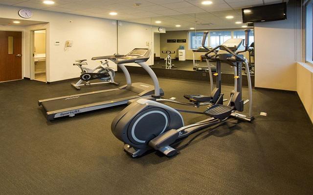 Continúa con tu rutina de ejercicio en el gimnasio.