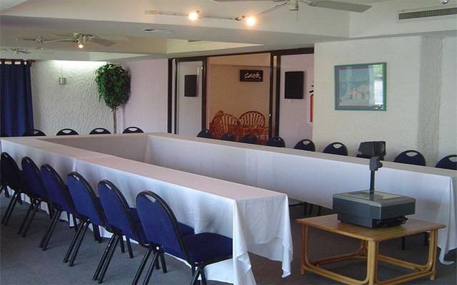 Sala de reuniones completa y con todos los servicios