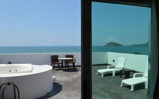 Coral Island Beach View Hotel, habitaciones con jacuzzi