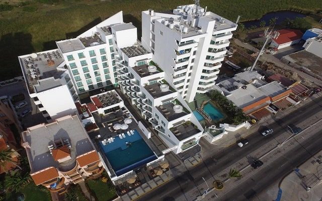Coral Island Beach View Hotel, buena ubicación