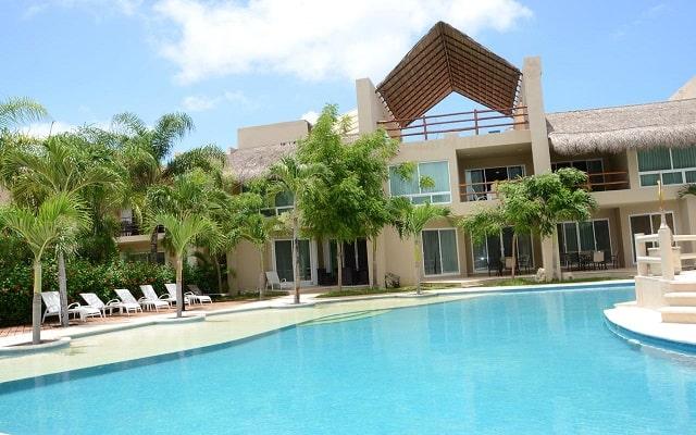 Coral Maya Turquesa Condo Hotel, disfruta de su alberca al aire libre