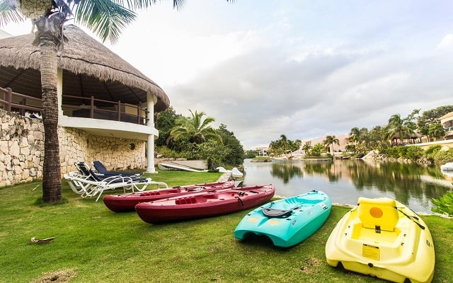 Coral Maya Turquesa Condo Hotel, pasea en kayak