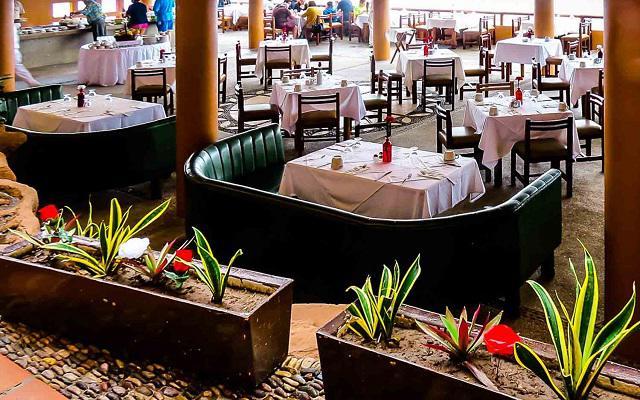 Costa de Oro Beach Hotel, Restaurante Adobes
