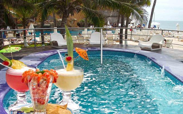 Costa de Oro Beach Hotel, relájate en el jacuzzi