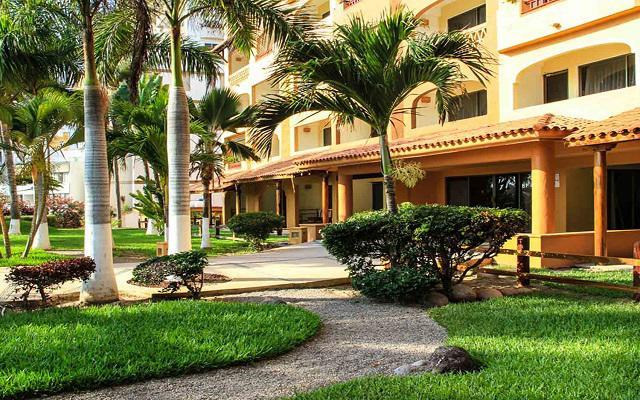 Costa de Oro Beach Hotel, pasea por los hermosos jardines