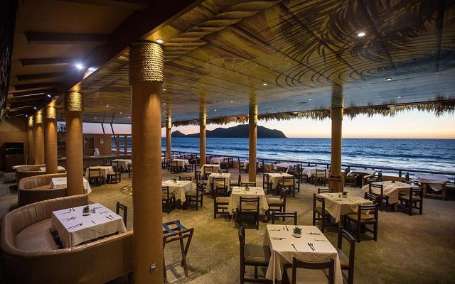 Costa de Oro Beach Hotel, Restaurante Lago Azul