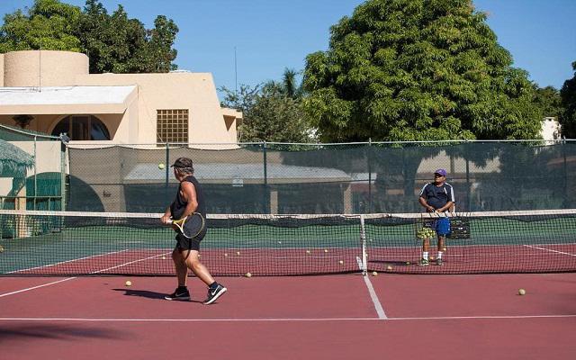 Costa de Oro Beach Hotel, disfruta de un partido de tenis