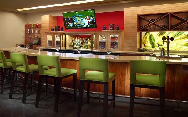 Bar Centro, donde podrás disfrutar de cócteles, cerveza y vino sin salir.
