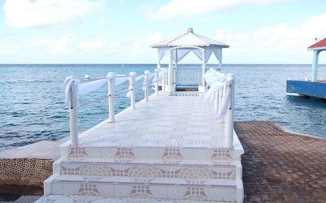 Cozumel Hotel & Resort Trademark Collection by Wyndham, dispone de facilidades nupciales
