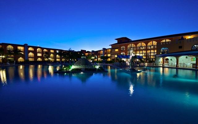 Cozumel Hotel & Resort Trademark Collection by Wyndham, regocíjate de hermosas noches