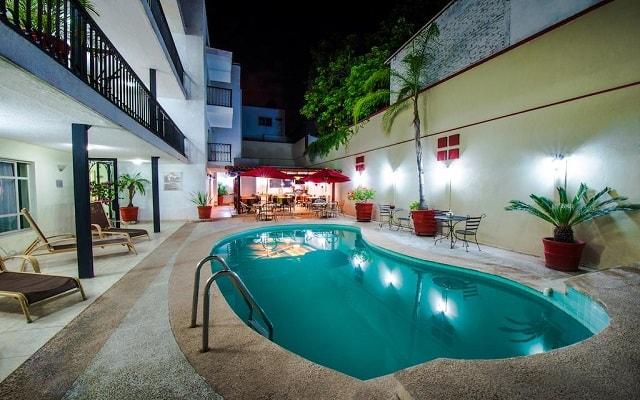 Del Marqués Hotel and Suites, disfruta de su alberca al aire libre