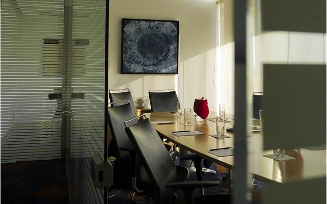 DoubleTree by Hilton Hotel Mexico City Santa Fe, cuenta con centro de negocios