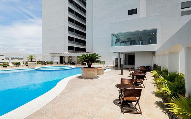 Doubletree by Hilton Hotel Veracruz, disfruta de su alberca al aire libre