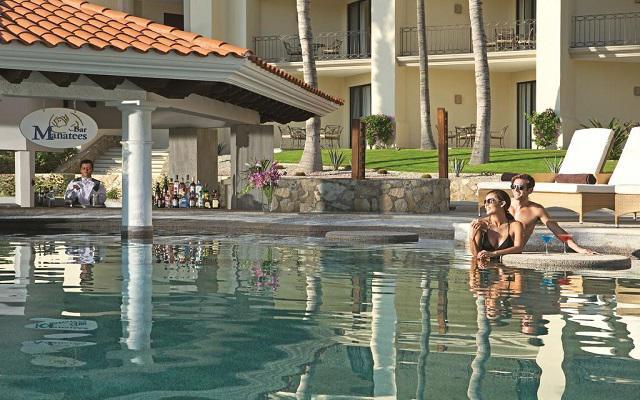 Dreams Los Cabos Suites Golf Resort and Spa, disfruta una copa en Manatees Pool Bar