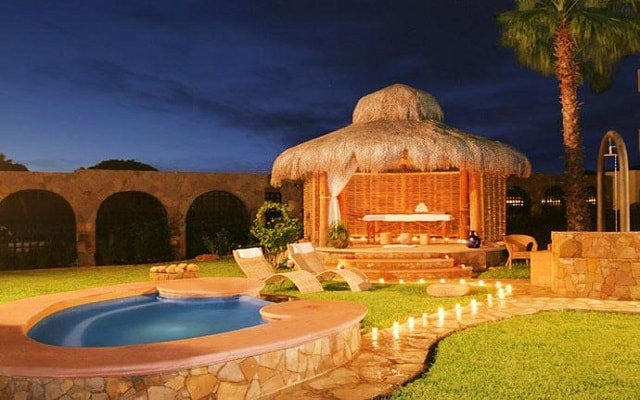 El Ameyal Hotel and Family Suites, relájate en el jacuzzi