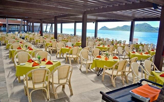 El Cid Castilla Hotel de Playa, disfruta tus alimentos con hermosas vistas del mar