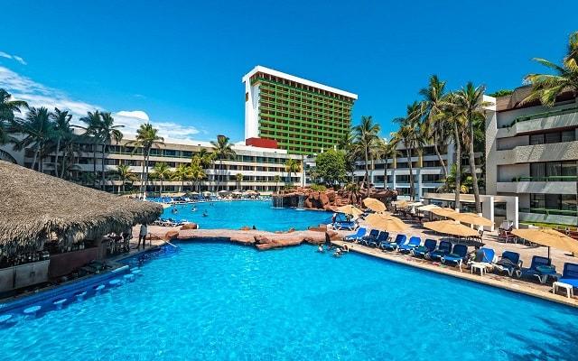 El Cid El Moro Hotel de Playa, disfruta de su alberca al aire libre